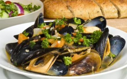 Piri-Piri Muscheln mit Oliven (Portugiesisches Rezept) - Rezept