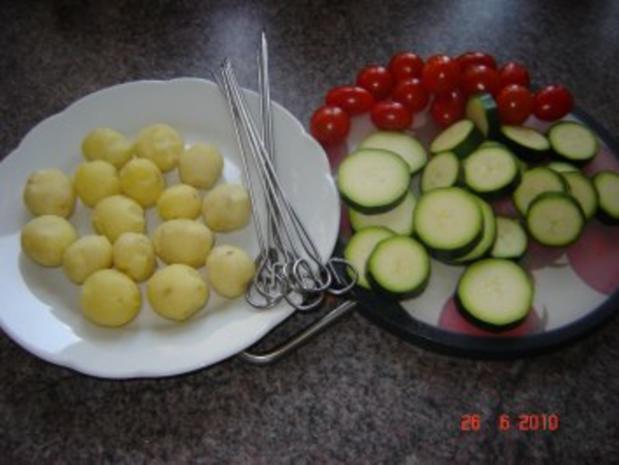 Grillen : Kartoffel-Hack-Spießchen mit Sauercreme - Rezept - Bild Nr. 2