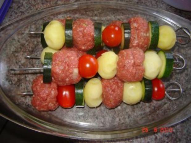 Grillen : Kartoffel-Hack-Spießchen mit Sauercreme - Rezept - Bild Nr. 4