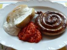 Grillen: Pellkartoffel mit Joghurt-Frischkäsecreme und Grillwurst - Rezept