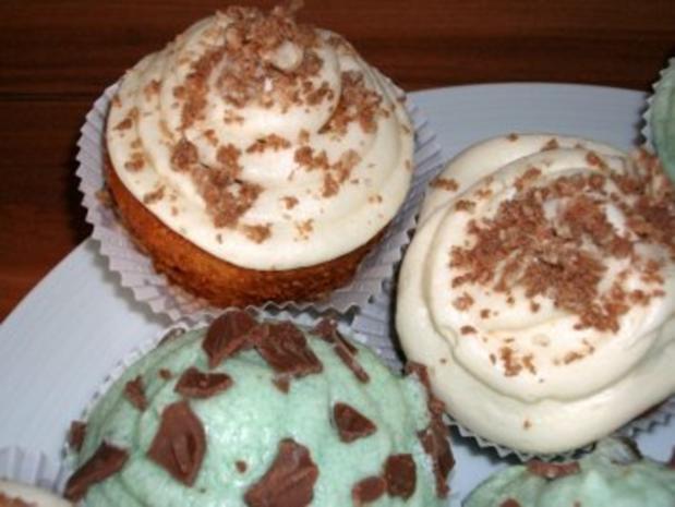 Cupcakes mit Mandel- und Waldmeister-Topping - Rezept