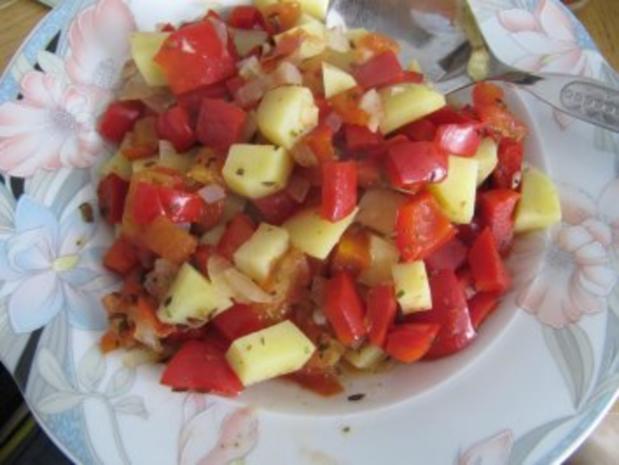 Leckere gedünstete Kartoffeln mit Paprika und Tomate - Rezept