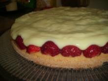 Biskuit mit Erdbeeren und Vanillepudding - Rezept