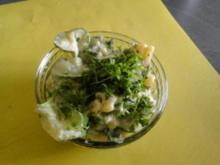 Kartoffelsalat mit Gurkensalat untereinander - Rezept