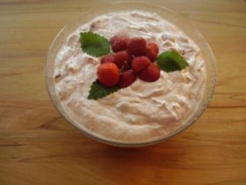 Erdbeerquark mit Joghurt und Sahne - Rezept