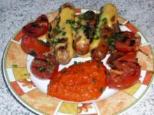 Grillen: Grillwürstchen auf Vollkornbrot mit Käse überbacken - Rezept