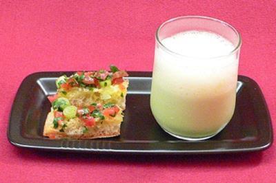 Geeiste Erbsencreme mit Pastinaken-Schaum und Tomatenbruschetta - Rezept