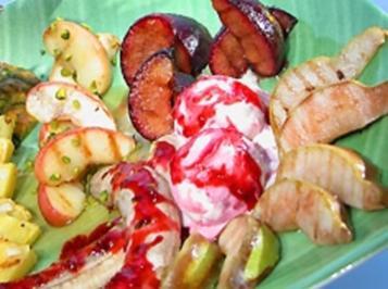 Gegrillte Früchte mit Amaretto-Mandeleis - Rezept
