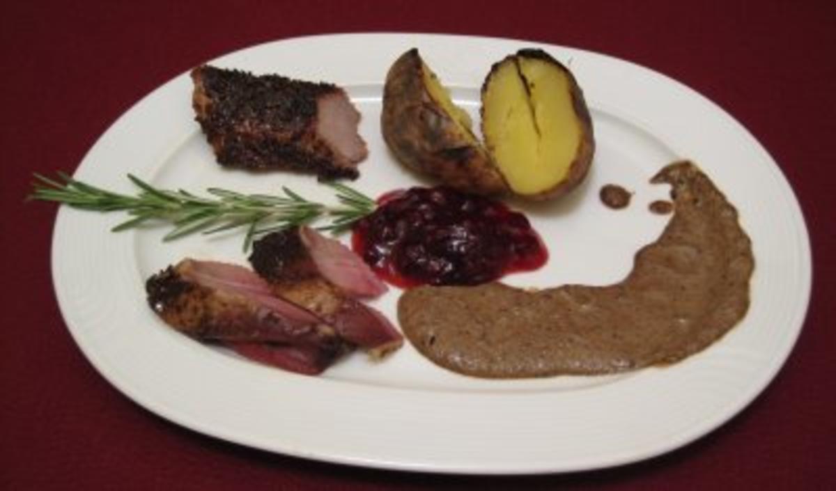 Wildschwein vom Spieß an feurigen Kartoffeln mit einer schwedischen Waldpilzsoße - Rezept von Das perfekte Dinner