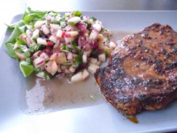 Weinberg-Pfirsich-Salat mit Pfeffersteak - Rezept