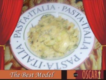 Zucchini-Pasta mit Mandeln - Rezept