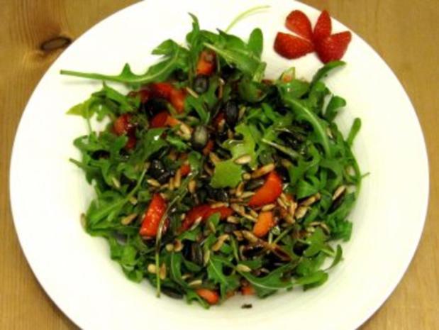 Rucola-Erdbeer-Salat mit Balsamicodressing - Rezept