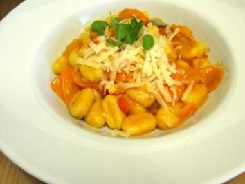 Gnocchi mit Paprika-Karotten-Sauce - Rezept
