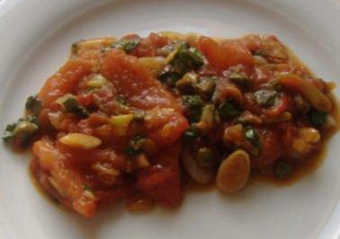 Warmer Tomatensalat mit Kapern und Anchovis - Rezept