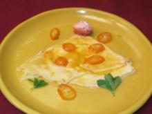 Den Flammentod erduldende Crepes Suzette beerdigt von Orangenfilets - Rezept
