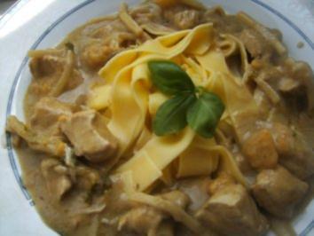 Hähnchenbrust in Grüner Curry-Soße auf schwäbische  Bandnudeln - Rezept