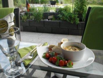Pilz-Frittata mit Zitronenthymian und Pecorino, Cherrytomatensalat und Ciabatta - Rezept