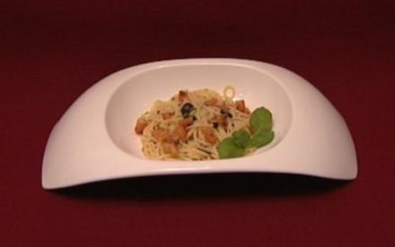 Spaghetti mit kalter Tomaten-Basilikumsoße (Jo Weil) - Rezept