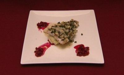 Wolfsbarsch mit Kapern-Petersilien-Kruste auf Parmesan-Kartoffelstampf (Jo Weil) - Rezept