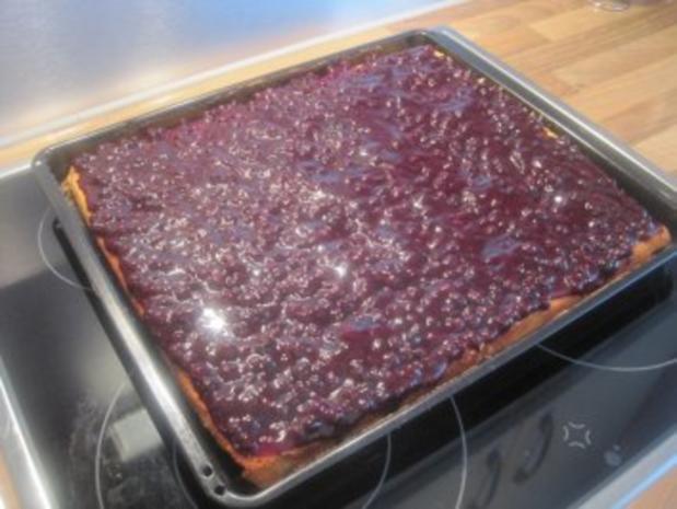Eierlikortorte Mit Heidelbeeren Und Sahne Rezept Kochbar De