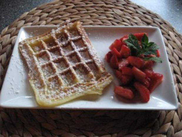 Feine Waffeln mit frischen Erdbeeren - Rezept - Bild Nr. 2