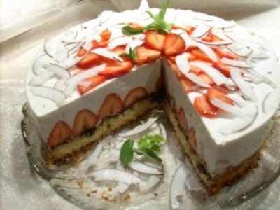 Joghurt-Kokos-Torte mit Erdbeeren - Rezept