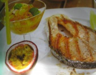 Rezept: Lachssteaks mit Mango-Salat