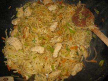 Putenschnitzel mit Mie-Nudeln u. Gemüse - Rezept