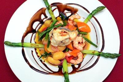 Rezept: Warmer Seeteufel-Garnelensalat auf Zitronenvinaigrette