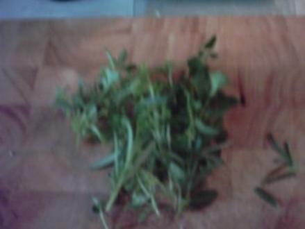Wurstgulasch mit Thymian-Nudeln - Rezept