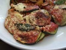 Gratinierte Zucchini-Kartoffelpfanne mit frittiertem Salbei - Rezept