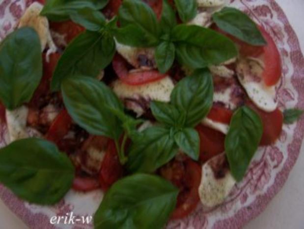 Tomaten-Mozzarellaplatte mit fruchtigem Balsamico - Rezept - Bild Nr. 3