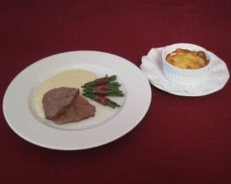 Filet vom Ochsen mit milder Gorgonzola-Soße, Kartoffelgratin und Bohnenbündel - Rezept