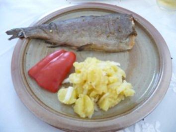 Fisch : Geräucherte Forelle mit Kartoffelsalat und Grillzucchini - Rezept