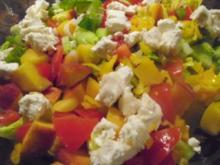 Sommersalat mit Putenstreifen und Knoblauchdressing - Rezept