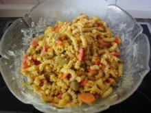 Nudelsalat mit Curry und Ananas - Rezept