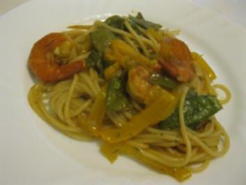 Sommergericht - mit Teigwaren, Gemüse und Scampis - Rezept