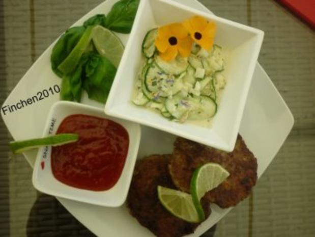 Ingwer-Limetten-Frikadellen vom Grill mit Gurkensalat und kalter Tomatensauce - Rezept