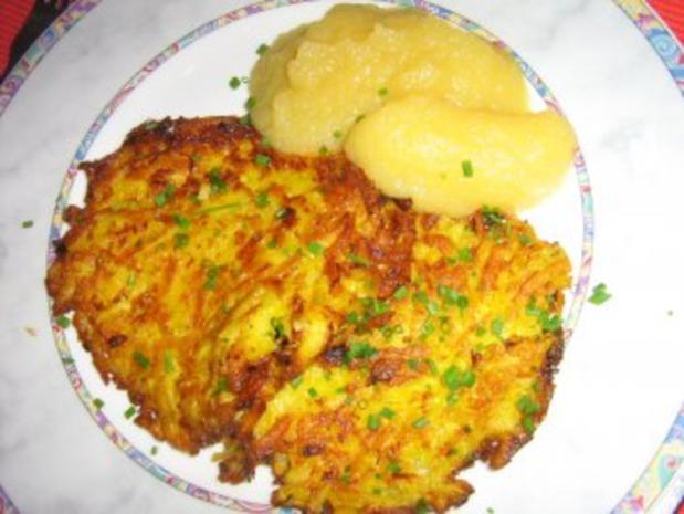 Kartoffel-Karotten-Puffer mit Apfelmus - Rezept