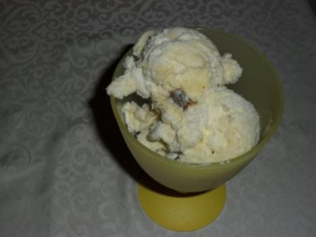 Rumrosinen-Walnuss-Eis - Rezept