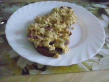 Rezept: Rührei auf Brot mit Blattsalat