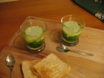 Thunfischtartar mit Kräutersüppchen und Gurkenschaum - Rezept