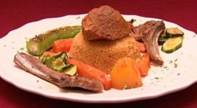 Couscous mit Lamm und Gemüse, dazu Sauerrahm (Ines Redjeb) - Rezept