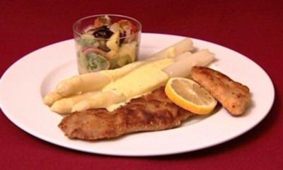Kalbsschnitzel mit Bio-Spargel und Kartoffel-Gurkensalat (Eric Langner) - Rezept