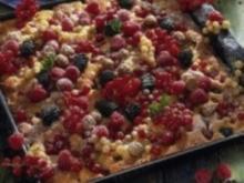 Sommerlicher Beerenkuchen mit Amarettinisahne - Rezept