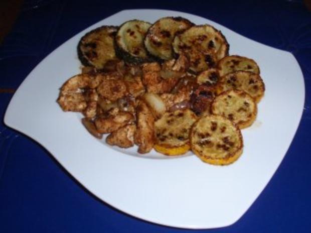 Gebratene Putenbruststreifen mit Zwiebeln und gebratenen gelb/grünen Zucchinischeiben - Rezept - Bild Nr. 6
