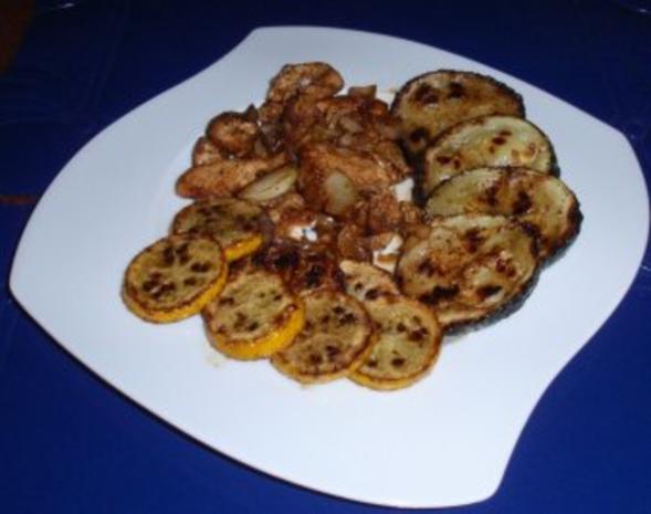 Gebratene Putenbruststreifen mit Zwiebeln und gebratenen gelb/grünen Zucchinischeiben - Rezept - Bild Nr. 7