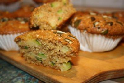 Rezept: Muffins: Vollkornmuffins mit Zucchini und Kürbiskernen