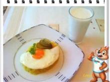 Spiegelei auf Kartoffelbett mit kaltem Buttermilch - Rezept