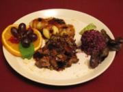 Rollbraten gefüllt mit Pilzen und Salbei mit Gemüseklößen und Rotkohlsalat - Rezept